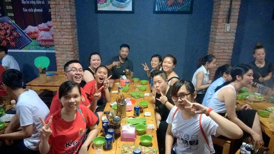 eat drink sing like a local, danang food, eat with locals, danang tour, things to do, vietnam